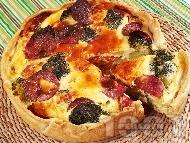 Рецепта Пирог със зеленчуци (броколи, моркови, праз, чушки), колбас, сирене, яйца и заквасена сметана